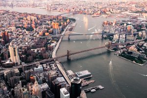 Bridges connecting Brooklyn and Manhattan